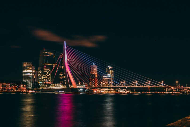 8946004323894_Harold Wijnholds_Rotterdam by night@0.5x-50