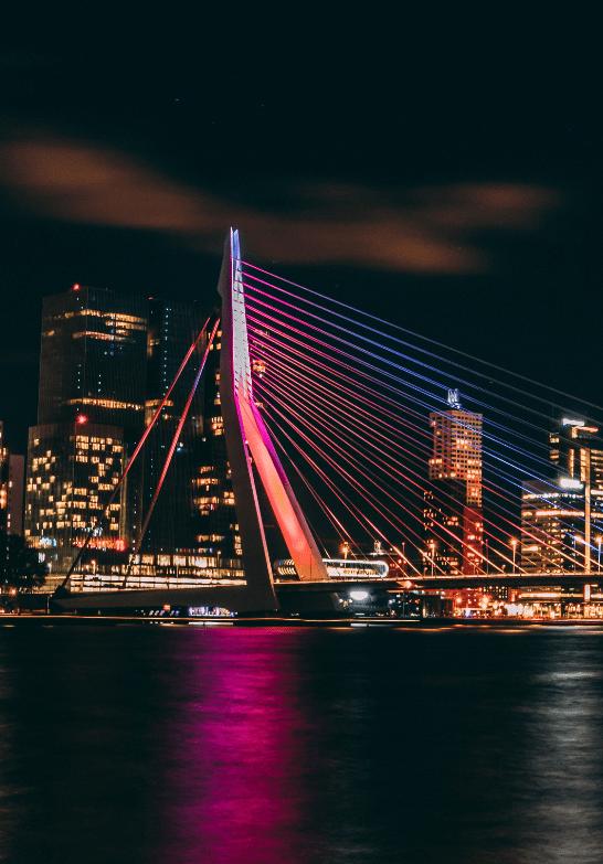 Rotterdam-by-night-min